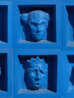 Puertas de los putrefactos. Detalle relieves
