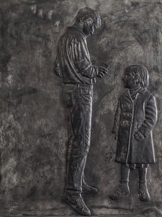 """Francisco López Hernández (Madrid, 1932 - 2017) """"Francesco y Clara Moneo"""". 1994. Escayola patinada. 57x42 cms."""