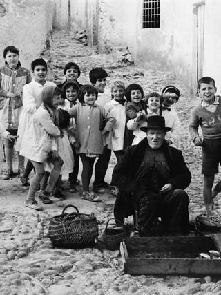 Mojacar, vendedor de pescado. 1962.