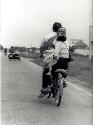 """Familia en movilette"". 1954."