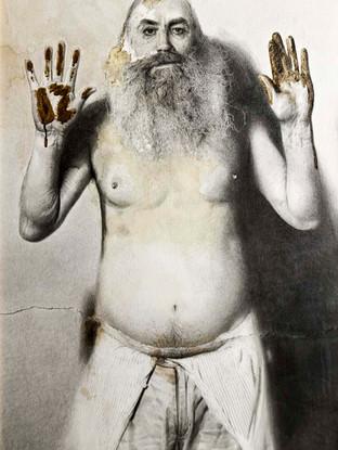 """Golucho (Madrid, 1949) """"Hombre sin nombre"""". 2002. Grafito y acrílico sobre papel . 115x79 cms."""