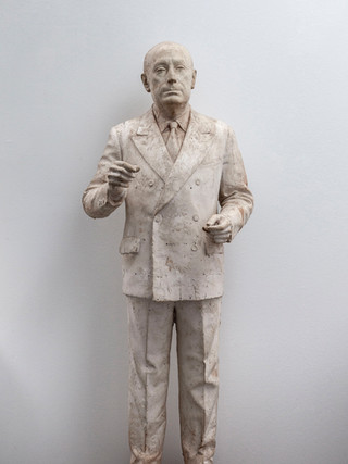 "Francisco López Hernández (Madrid, 1932 - 2017) ""Tierno Galván"". 1984. Escayola. Altura 129 cms."