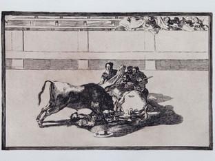 """""""Caida de un picador de su caballo debajo del toro"""". Serie La Tauromaquia. 1815 - 1816. Tirada de 1983, Calcografía Nacional.  Aguafuerte. y aguatinta. Huella 2x35 cms."""