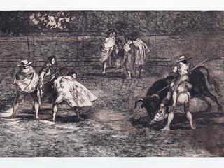 """""""Varilarguero a hombros de chulo, picando a un toro"""". Serie La Tauromaquia. 1815 - 1816. Tirada de 1983, Calcografía Nacional.  Aguafuerte. y aguatinta. Huella 24x35 cms."""