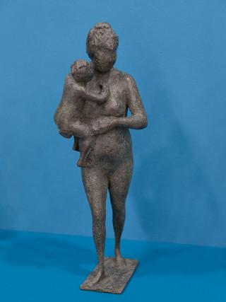 """Antonio Campillo Párraga (Murcia, 1926 – 2009) """"Mujer con niño"""". 1992. Bronce. Altura 45 cms."""