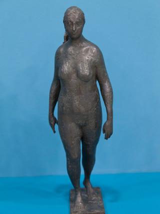"""Antonio Campillo Párraga (Murcia, 1926 – 2009) """"Mujer caminando"""". 1964. Bronce. Altura 44 cms."""
