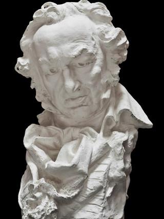 "JUAN POLO VELASCO (Fernán Nuñez, Córdoba 1923) ""Retrato de Goya según Benlliure"". Altura 55 cms. Escayola."