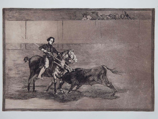 """""""Valor varonil de la celebre Pajuelera en la de Zaragoza"""". Serie La Tauromaquia. 1815 - 1816. Tirada de 1983, Calcografía Nacional.  Aguafuerte. y aguatinta. Huella 25x35 cms."""