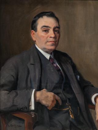 "LAUREANO BARRAU (Barcelona, 1863 – Ibiza, 1957) ""Retrato de caballero"" (Hacia 1915). Óleo sobre lienzo. 74x60 cms"