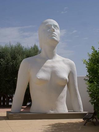 """ANTONIO LÓPEZ GARCÍA (Tomelloso, 1936)Modelo para """"La Mujer de Coslada"""" (2010) Madera y poliuretano de alta densidad, 550 cms. de altura"""