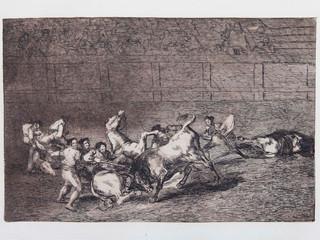 """""""Dos grupos de picadores arrollados de seguido por un solo toro"""". Serie La Tauromaquia. 1815 - 1816. Tirada de 1983, Calcografía Nacional.  Aguafuerte. y aguatinta. Huella 24x35 cms."""