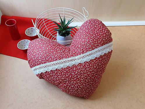 Herzkissen, Kissen Herz rot, zart geblümt mit Spitze, Landhausstil, ca. 35cm bre