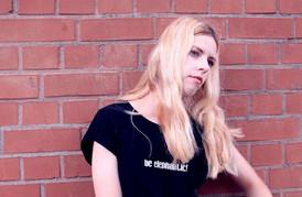 Gûlage Clothing Model Female