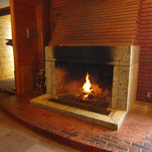 河鹿荘ロビー暖炉