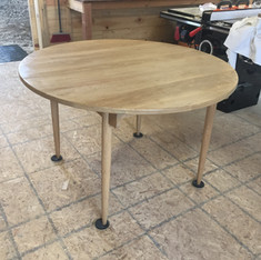 Modern white oak table, with 2 expandabl