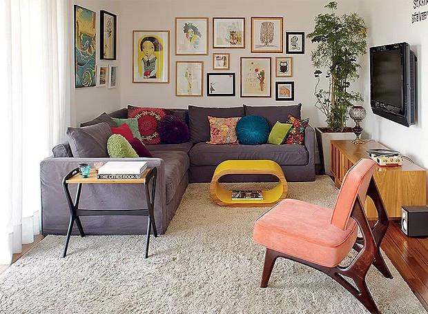 Cansou das almofadas? Troque as capas e você terá um sofá praticamente novo (Foto: Victor Affaro/ Editora Globo)