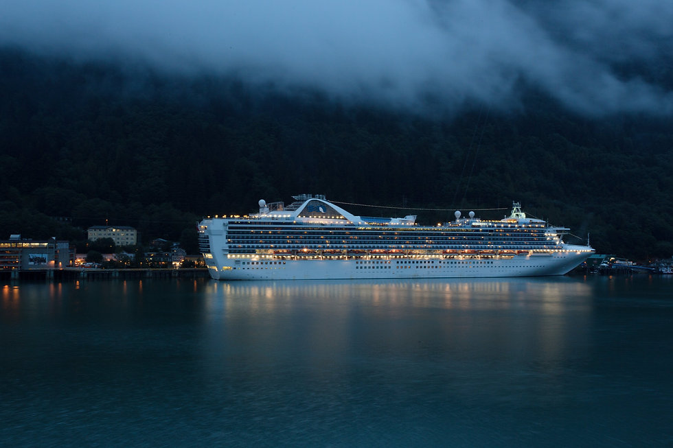 Cruise%20ship%20in%20Juneau%2C%20AK_edit