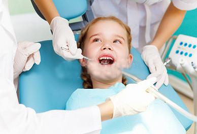 Se debe arreglar los dientes de leche