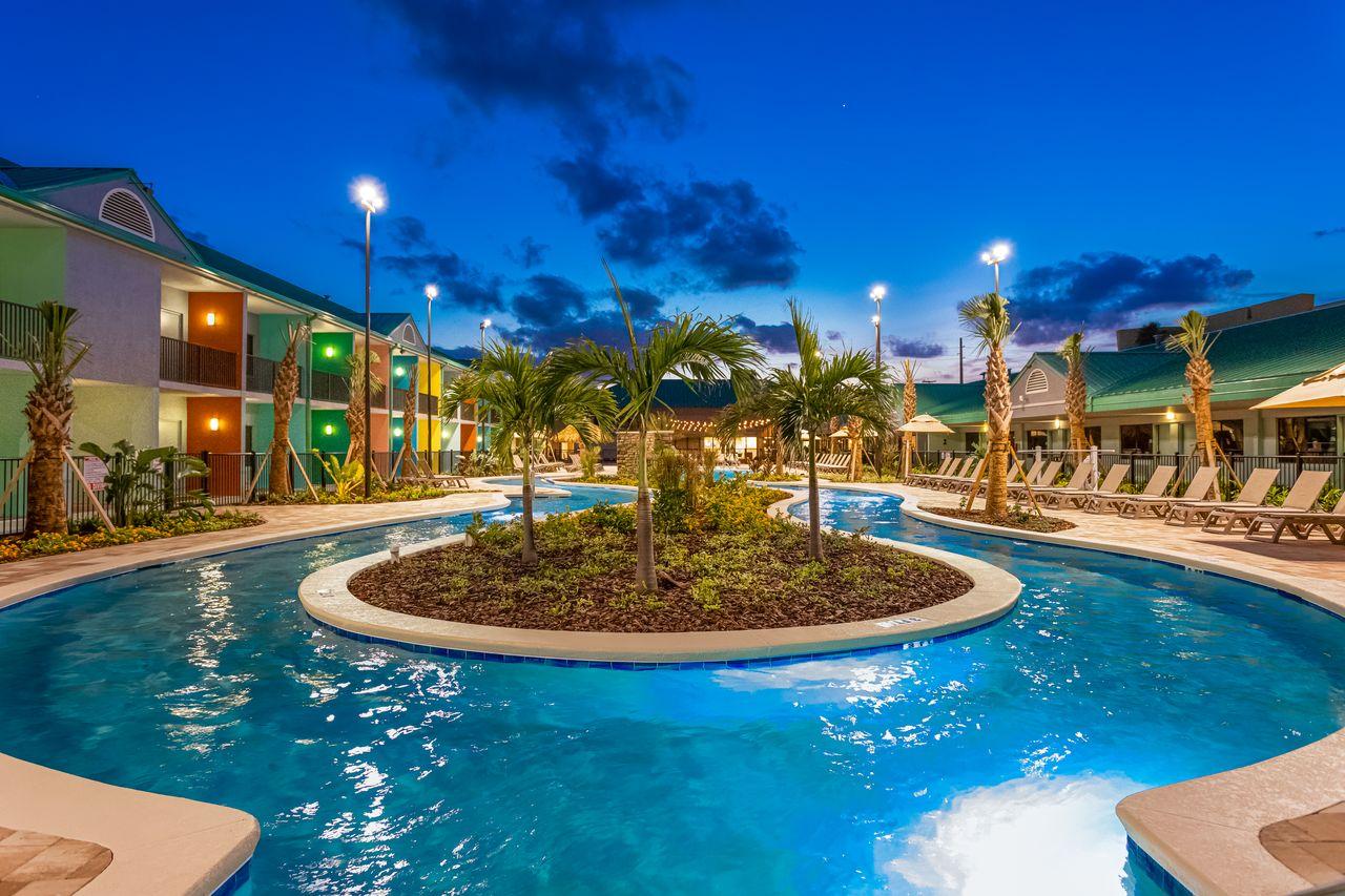 Beachside Hotel & Suites