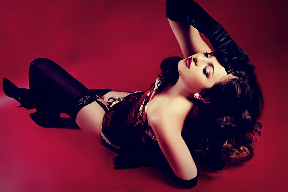 Book a burlesque dancer