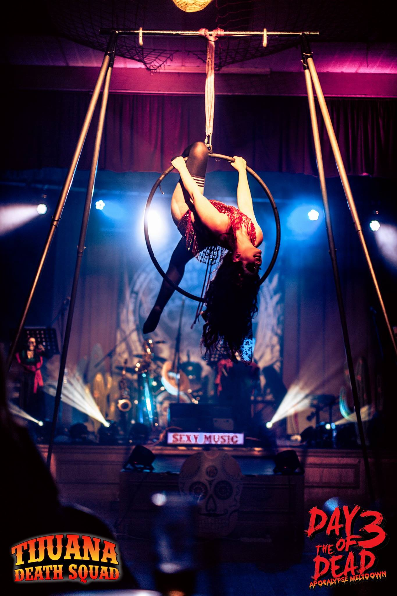 Burlesque circus artist in London UK