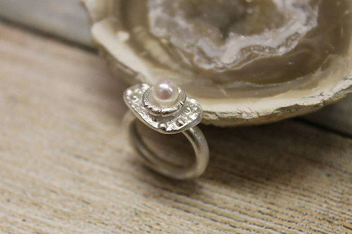 Zilveren ring met zoetwaterparel