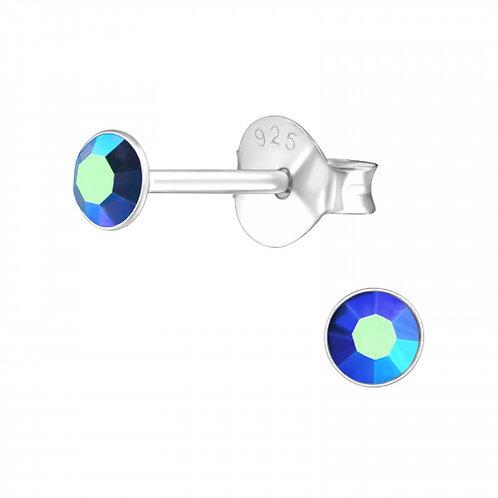 Zilveren oorstekers met facet saffierkleurige steen