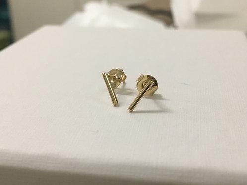 Minimalistische 14 k geelgouden oorstekers staafje