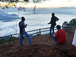 Wisata Alam Tirotiku 'Negeri di Atas Awan' yang Bisa Nikmati Sunrise