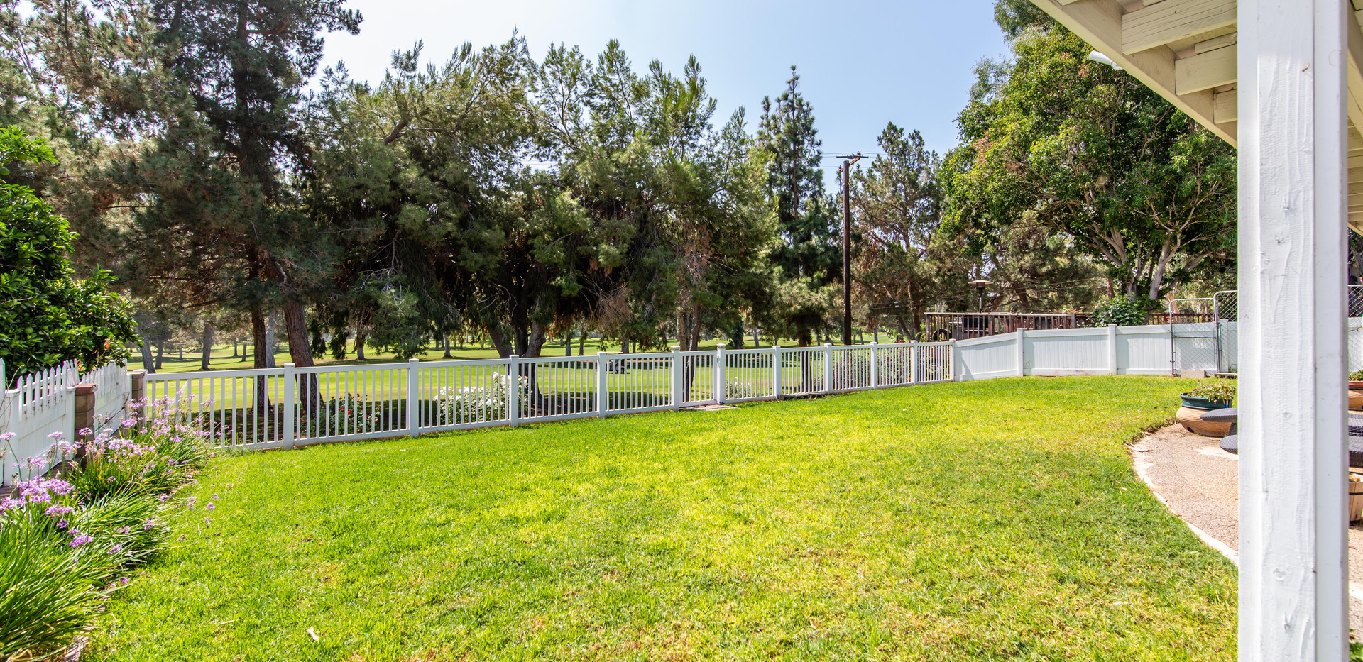 7300 Linares Ave-ext-12.jpg