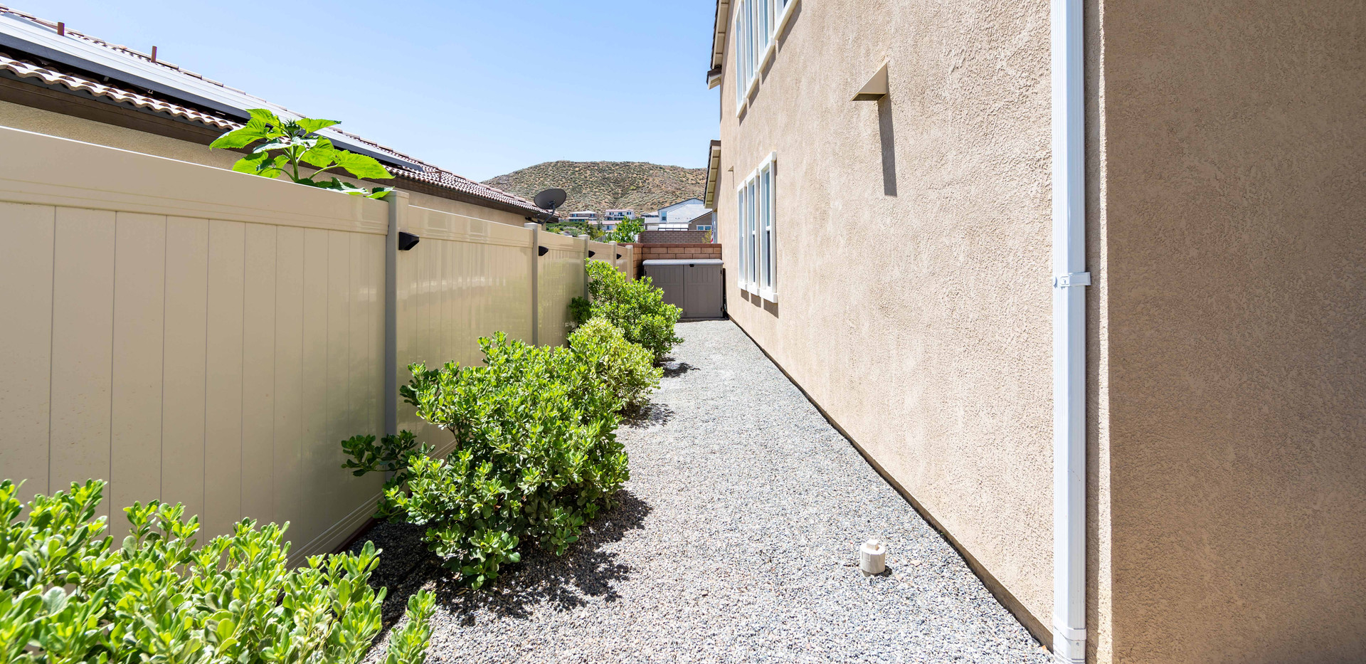 24896 Coldwater Canyon Tr-ext-12.jpg