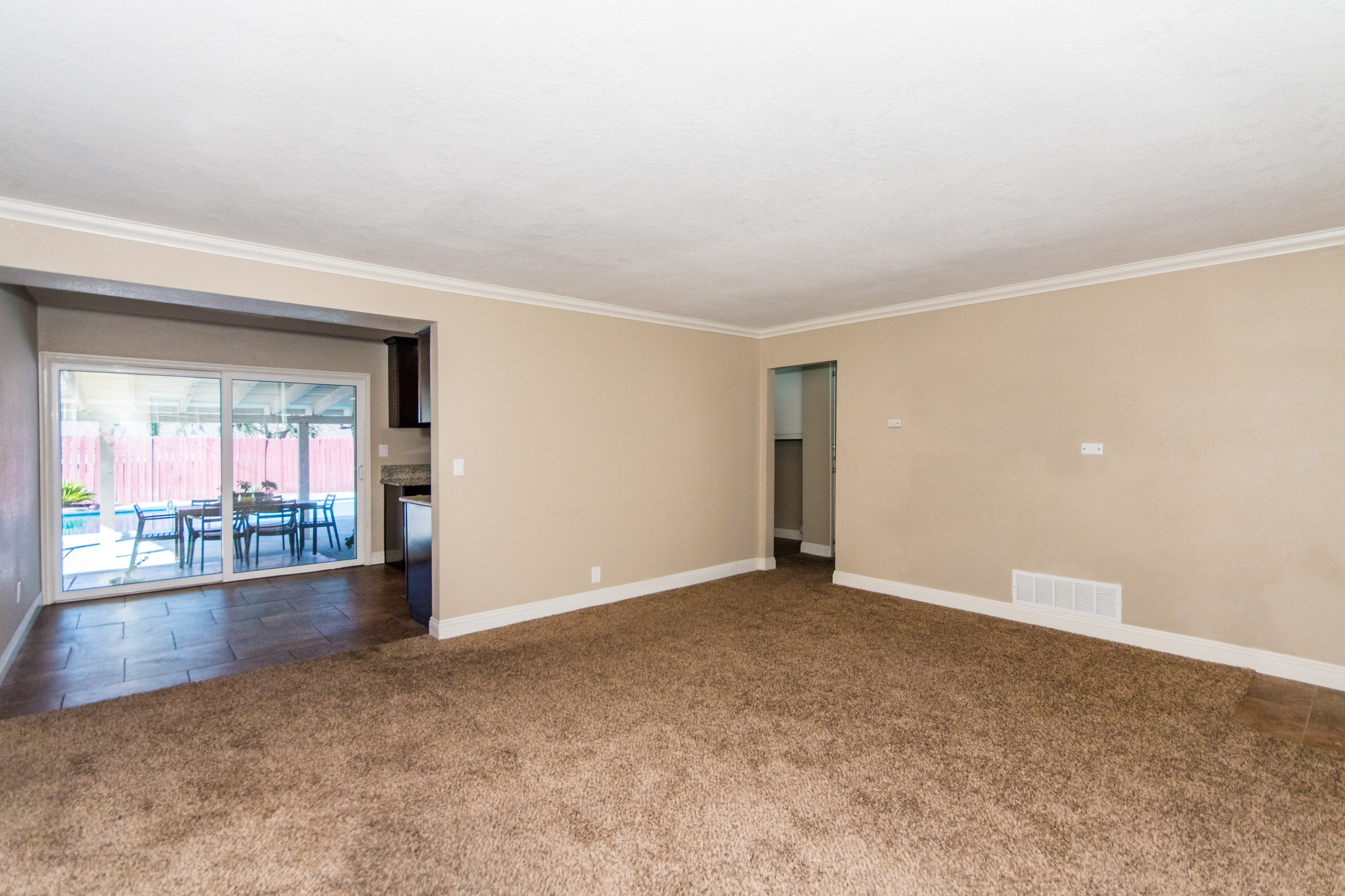1009 West Crestview-int-3