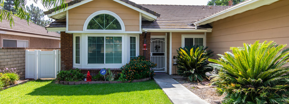 7300 Linares Ave-ext-4.jpg