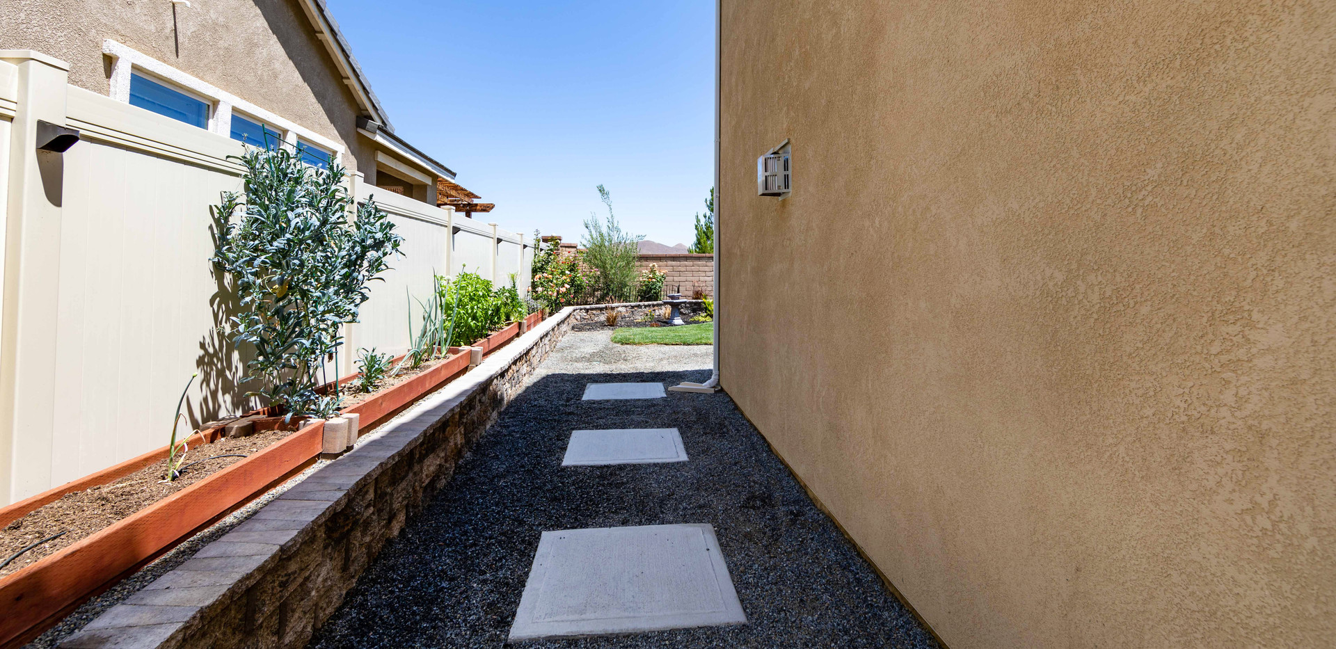24896 Coldwater Canyon Tr-ext-4.jpg