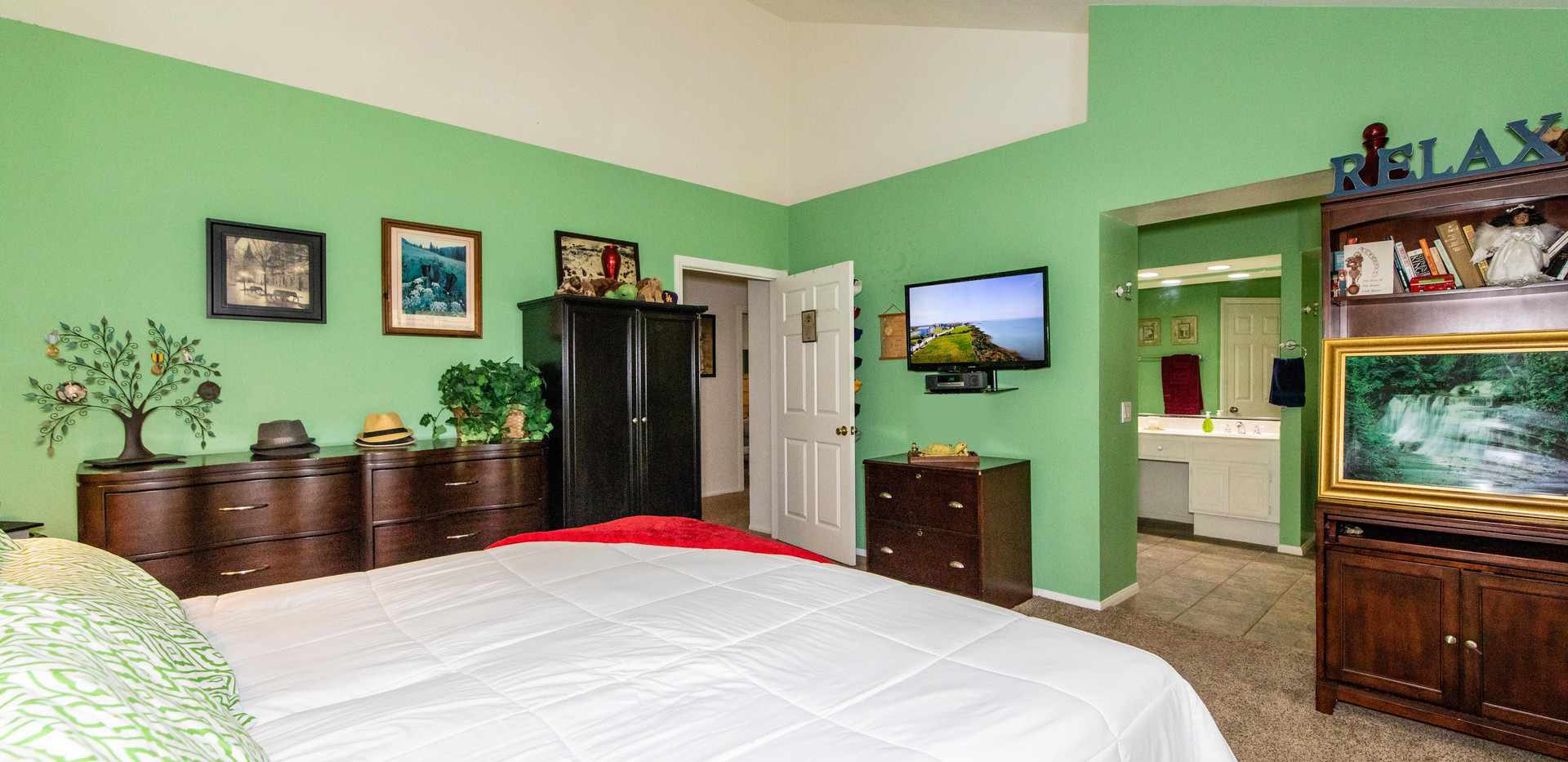 7300 Linares Ave-int-22.jpg