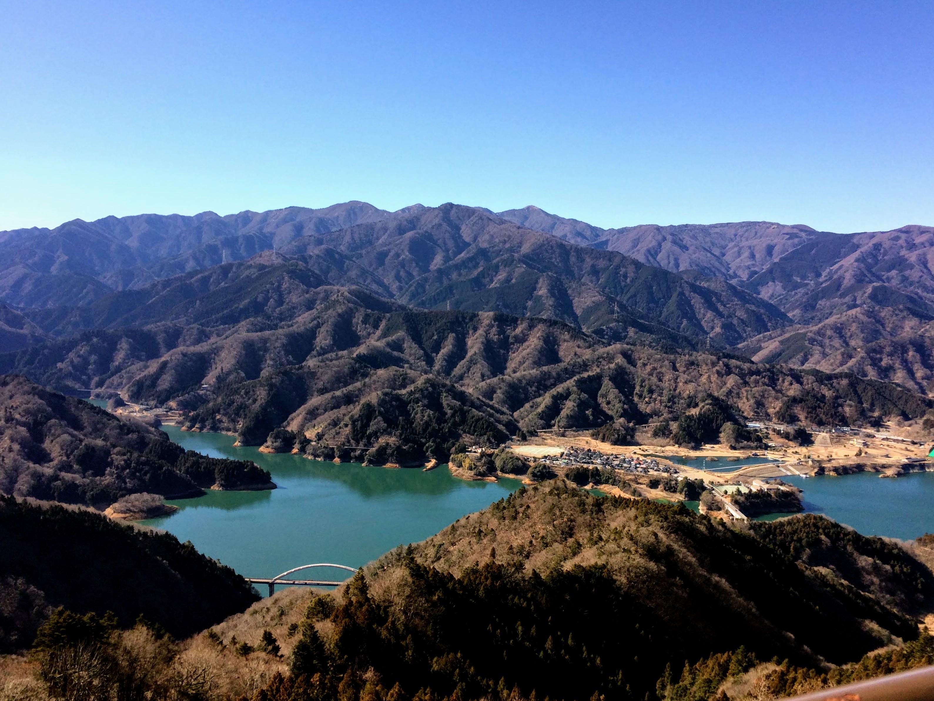 仏果山からの宮ヶ瀬湖、丹沢山地