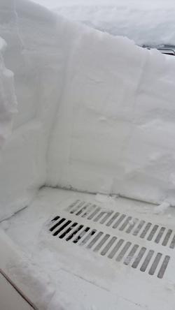 雪が積もるとエンジンルームが大変w