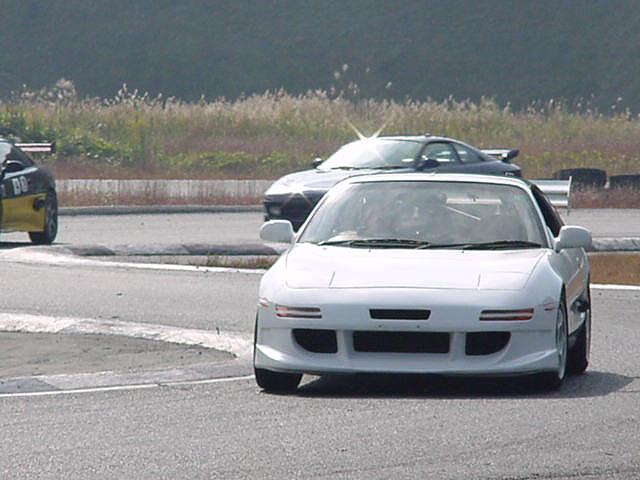 やっぱりサーキットが似合う車。