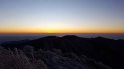 蛭ヶ岳山頂からの初日の出と丹沢山。