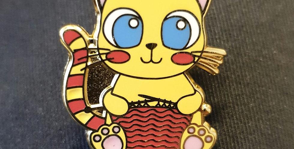 Pin, Gul strikkende kat