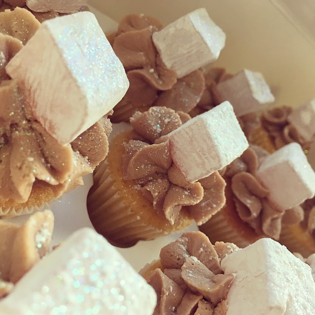 Turkish delight minis 🙊covered in sparkles...💜 the perfect thank you gift 💜._._._._