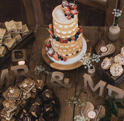 Naked cake & dessert table 2021