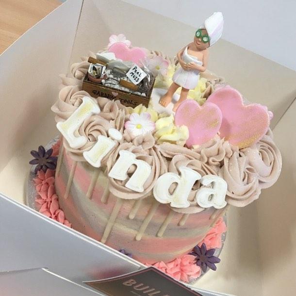Linda's retirement cake 🌸✨