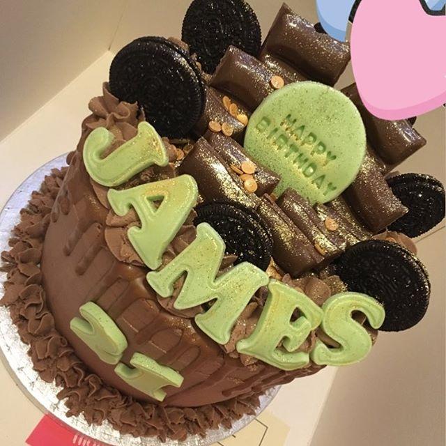 Oreo & caramel cake for James' 21st 😍💚