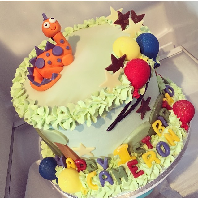 Cameron's 1st birthday cake 🦖💚🎈⭐️💙