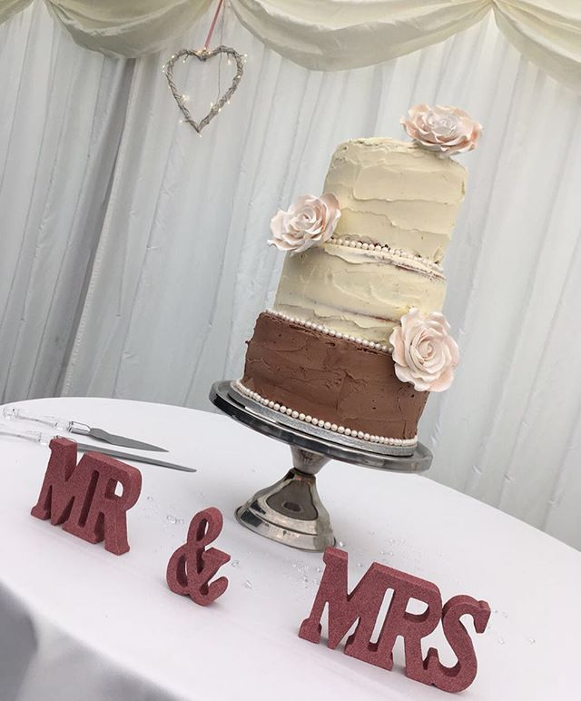 Beautiful 3 tier wedding cake for the lo