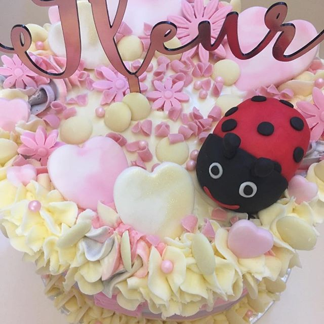 Fleur's 3rd birthday cake 😍🌸 was very