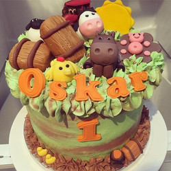 Oskar's 1st birthday cake 🙊 LOVE 💚💛🧡