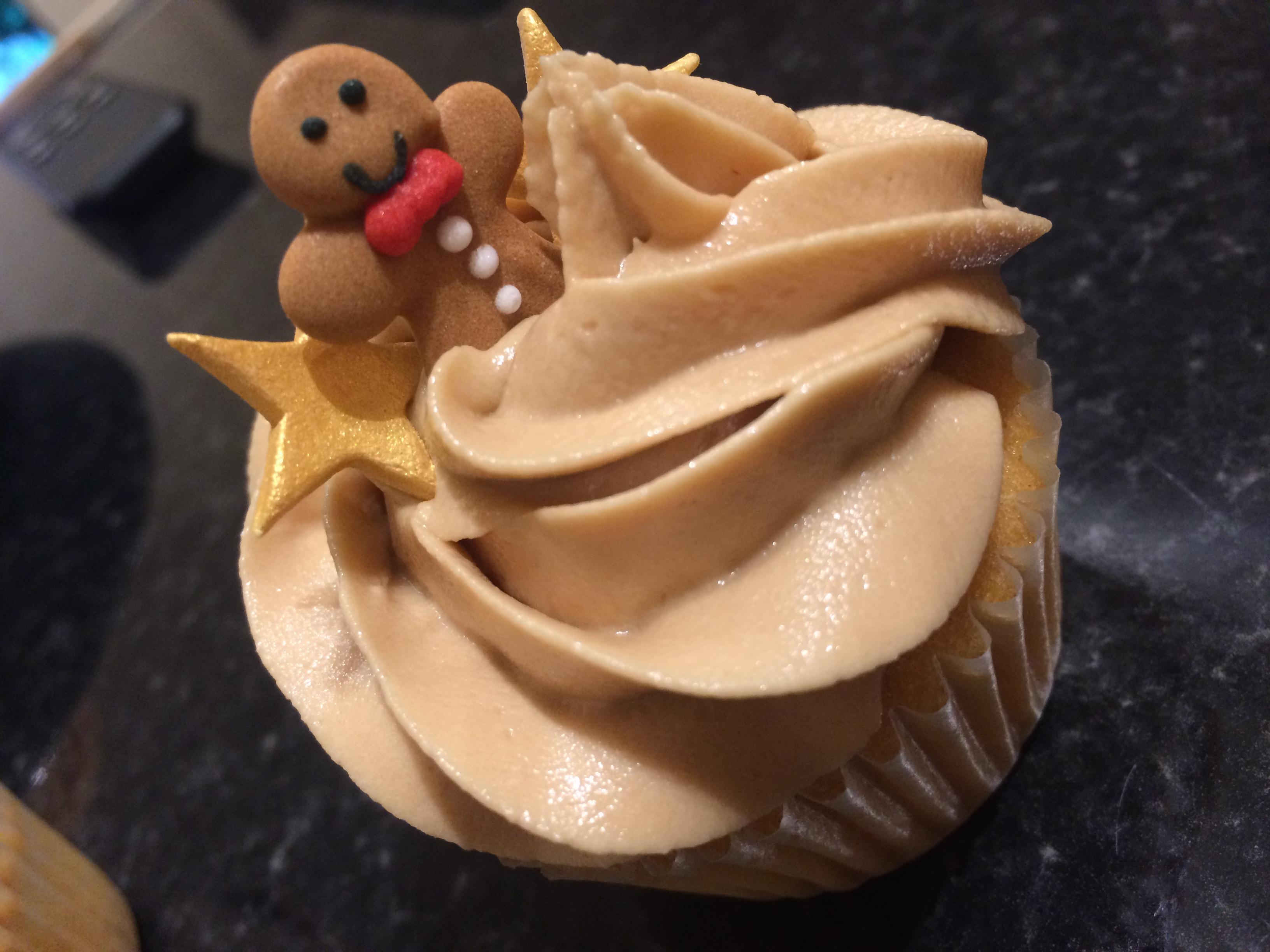 Caramel & gingerbread man cupcake