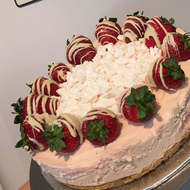Eton mess cheesecake 🍓😍._._._._